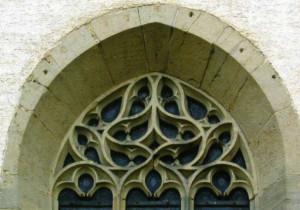 Fischblasenmaßwerk am nrdöstlichen Chorfenster Foto Gerhard Zeller001